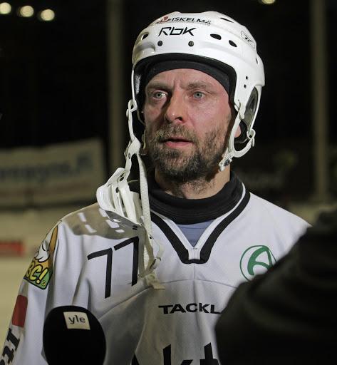 Sami Laakkonen jatkaa uraansa Akilleksen vihreäpaidoissa ja seura uudistaa Brändiä