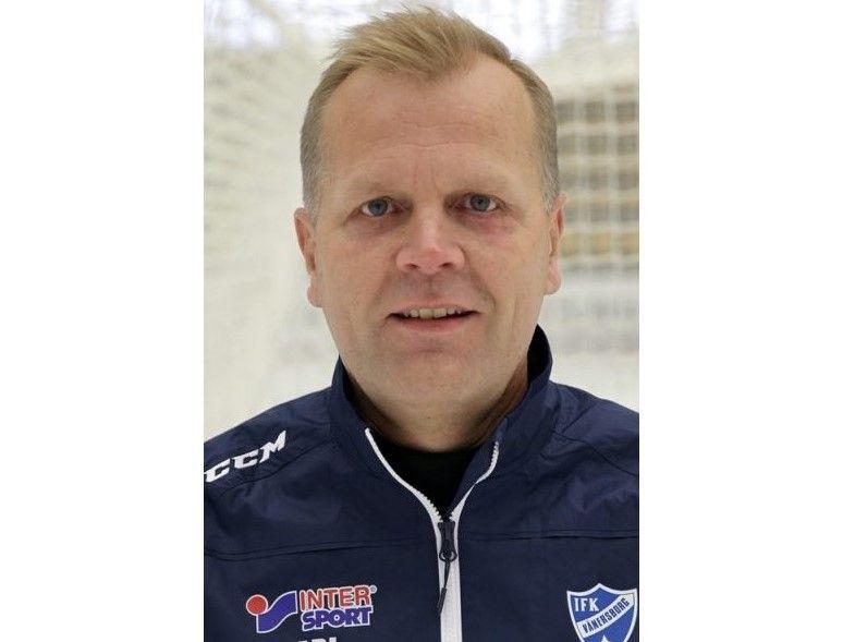 Ari Holopainen jääpallon miesten maajoukkueen päävalmentajaksi